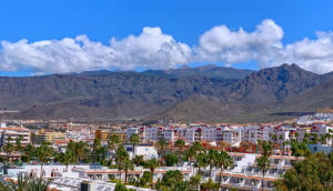 Вид на курорт Los Cristianos