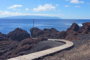 Дорожка среди лавы на Teno